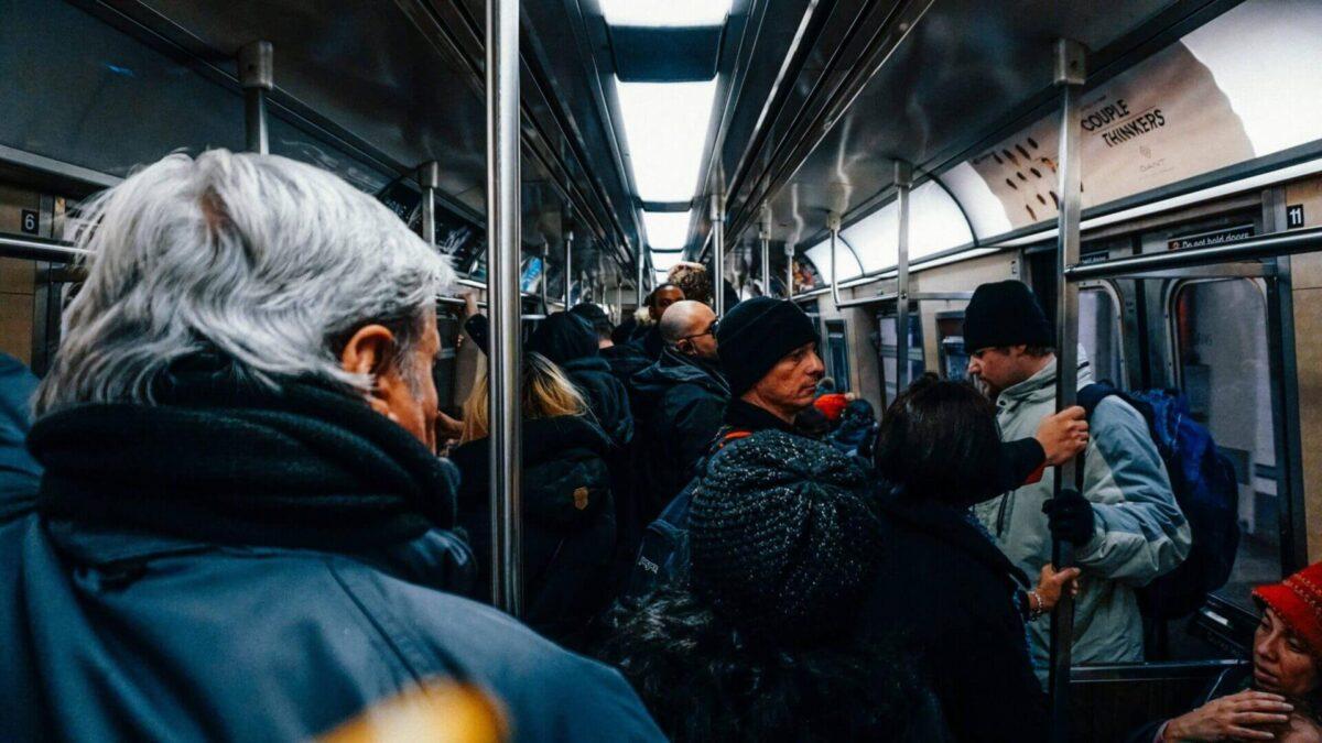 電車通勤の画像